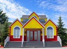 Nueva casa colorida Foto de archivo