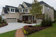 Nueva casa suburbana Fotos de archivo