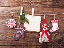 Nueva composición de la Navidad hecha a mano de los juguetes Foto de archivo libre de regalías
