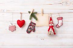 Nueva composición de la Navidad hecha a mano de los juguetes Imagen de archivo libre de regalías