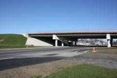 Nueva construcción de puente. Foto de archivo