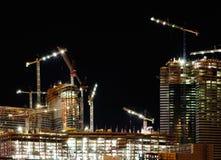Nueva construcción del hotel en la noche Imagenes de archivo