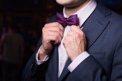 Nueva corbata de lazo violeta Fotografía de archivo libre de regalías
