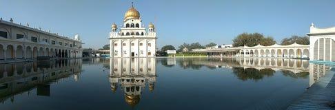 NUEVA DELI, la INDIA - 18 de abril de 2019, Nanak Piao Sahib, Gurdwara, sarovar, charca de agua foto de archivo libre de regalías