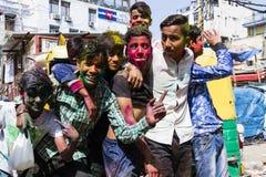 Nueva Deli, la India, el 3 de marzo de 2017: Adolescente que celebra el festival famoso de Holi Imagen de archivo
