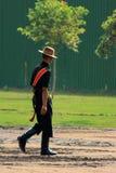 Nueva Deli, la India - India Gate junio de 2018 - soldado de Gorkha que camina en la puerta de la India después de un desfile imágenes de archivo libres de regalías