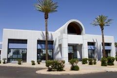Nueva entrada corporativa moderna del edificio de oficinas Imagen de archivo libre de regalías