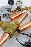 Nueva fontanería de cobre lista para la construcción Imagen de archivo