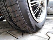 Nueva foto 1 del primer del neumático de coche fotografía de archivo libre de regalías