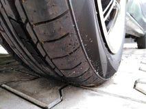 Nueva foto 2 del primer del neumático de coche foto de archivo libre de regalías