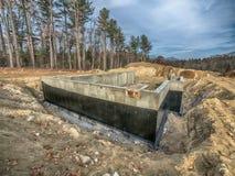 Nueva fundación concreta de la casa con la impermeabilización Foto de archivo libre de regalías