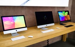 Nueva gama de los ordenadores de Apple iMac incluyendo iMac favorable fotos de archivo