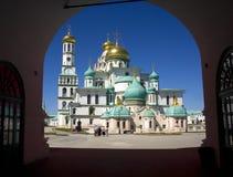 Nueva iglesia de la puerta de Istra de la catedral de la resurrección de Jerusalén del Golden Dome del campanario, un cristianism Foto de archivo libre de regalías