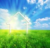 Nueva imaginación casera en prado verde