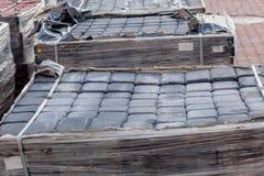 Nueva losa en las plataformas, materiales de construcción para la reconstrucción del pavimento Foco selectivo, primer imágenes de archivo libres de regalías