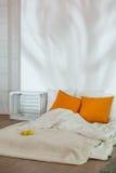 Nueva manera sana de dormir Imagen de archivo libre de regalías