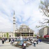 Nueva mezquita en Estambul imagen de archivo