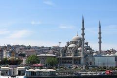 Nueva mezquita Yeni Cami del río de Bosphorus Imágenes de archivo libres de regalías