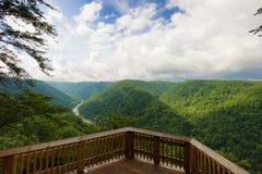 Nueva opinión de la plataforma de observación del parque nacional de la garganta del río foto de archivo