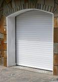 Nueva puerta del garage Fotos de archivo