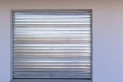 Nueva puerta del garage Imagenes de archivo