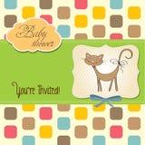 Nueva tarjeta de la fiesta de bienvenida al bebé con el gato Imagen de archivo