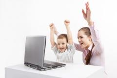 Nueva tecnología y niño foto de archivo libre de regalías