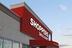 Nueva tienda del centro comercial de la droga de los compradores Fotos de archivo