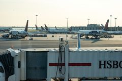 NUEVA YORK - 17 DE AGOSTO DE 2017: Delta Airlines acepilla en la pista de despeque en el terminal 4 en el aeropuerto internaciona Fotos de archivo libres de regalías
