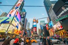 Nueva York - 22 de diciembre de 2013: Times Square encendido Fotografía de archivo