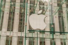 Nueva York - 3 de septiembre de 2010: Apple Store en Fifth Avenue en septiembre Fotos de archivo libres de regalías