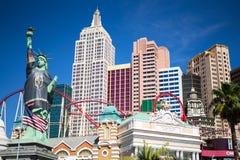 Nueva York Nueva York Las Vegas - estatua de la libertad con la camiseta de oro de los caballeros fotos de archivo libres de regalías