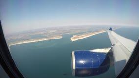 Nueva York, los E Aterrizaje del lapso de tiempo en el aeropuerto JFK Visión desde la ventana del aeroplano almacen de video