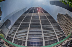 NUEVA YORK - los E.E.U.U. - 13 de junio de 2015 construyendo cerca de torre y de 9/11 de la libertad Foto de archivo