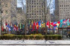 NUEVA YORK, LOS E.E.U.U. - 5 DE MAYO DE 2014: banderas del país diferente cerca del Imagen de archivo libre de regalías