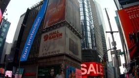 Nueva York, los E.E.U.U. - 4 de julio de 2018: Va la favorable vista del altos rascacielos de levantamiento ajusta a veces en NY almacen de video