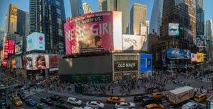 NUEVA YORK, los E.E.U.U. - 25 de mayo de 2018 - Times Square por completo de la gente Foto de archivo