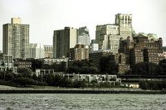 Nueva York, los E.E.U.U. - 2 de septiembre de 2018: Casas en la puesta del sol, Nueva York, los E.E.U.U. de Brooklyn fotos de archivo libres de regalías