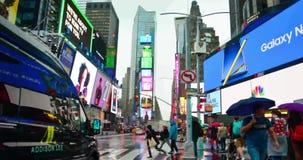NUEVA YORK, los E.E.U.U. - 28 de septiembre de 2018: Opinión del timelapse del Times Square Turistas que caminan Times Square New almacen de metraje de vídeo