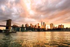 Nueva York, los E Vista del puente de Manhattan y del horizonte de Manhattan en Nueva York, los E.E.U.U. Fotografía de archivo libre de regalías
