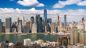 Nueva York Manhattan de Brooklyn se nubla las sombras Timelapse almacen de video