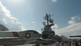 Nueva York, mar intrépido de los E.E.U.U., aire y museo americano de la historia del espacio metrajes