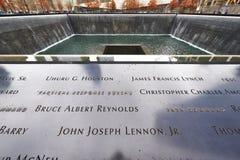 Nueva York 9/11 monumento en el punto cero del World Trade Center Imagen de archivo libre de regalías