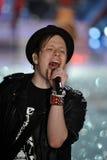 NUEVA YORK, NY - 13 DE NOVIEMBRE: El músico Patrick Stump de la banda Fall Out Boy se realiza Imágenes de archivo libres de regalías