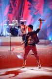NUEVA YORK, NY - 13 DE NOVIEMBRE: El músico Patrick Stump de la banda Fall Out Boy se realiza en el desfile de moda 2013 de Victor Imagenes de archivo