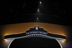NUEVA YORK, NY - 13 DE NOVIEMBRE: Una vista general de la atmósfera en el desfile de moda 2013 de Victoria's Secret Fotografía de archivo