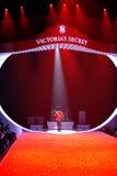 NUEVA YORK, NY - 13 DE NOVIEMBRE: Una vista general de la atmósfera en el desfile de moda 2013 de Victoria's Secret Foto de archivo libre de regalías