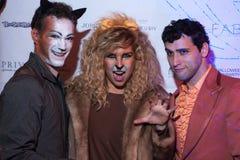 NUEVA YORK, NY - 31 DE OCTUBRE: Las huéspedes en los trajes mascaraed que presentan en la moda van de fiesta durante el evento de Imágenes de archivo libres de regalías