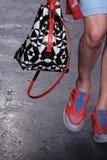 NUEVA YORK, NY - 7 DE SEPTIEMBRE: Lera Tribel modelo camina la pista en la colección de la moda de la primavera 2015 de DKNY Imagen de archivo libre de regalías