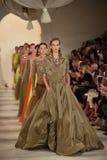 NUEVA YORK, NY - 11 DE SEPTIEMBRE: Paseo de los modelos el final de la pista en el desfile de moda de Ralph Lauren Imagen de archivo